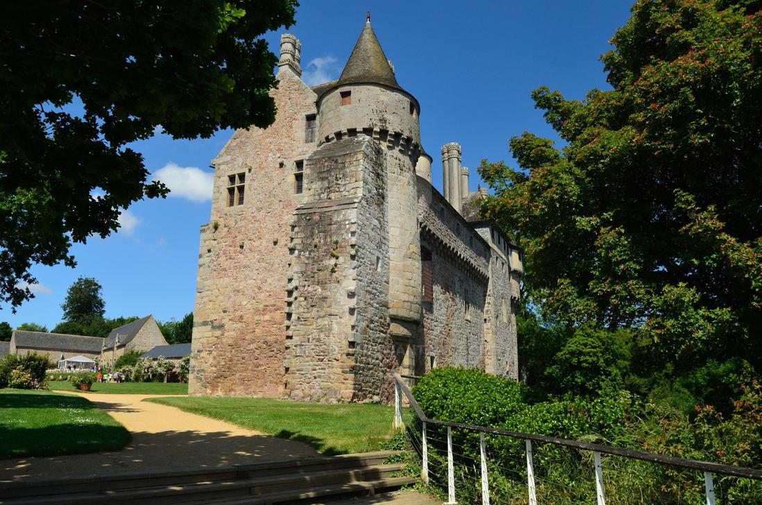 Chateau Roche Jagu by Criosdan
