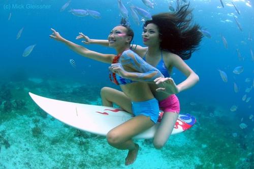 Surfing under water by underwatermeister
