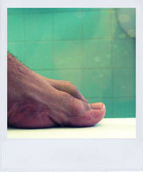 Polaroid 44 _ foot by oxigenium