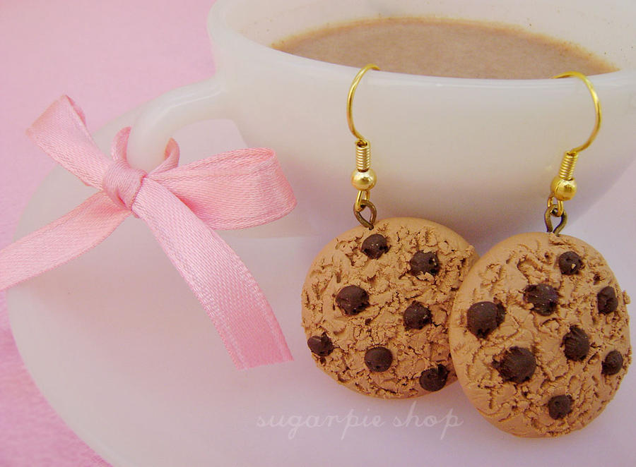 najromanticnija soljica za kafu...caj Choco_cookie_earrings_by_ordinarything-d304hqo