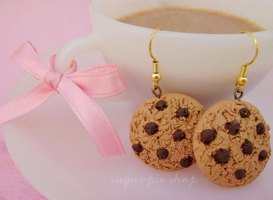 najromanticnija soljica za kafu...caj Choco_cookie_earrings_by_ordinarything-d304hqo