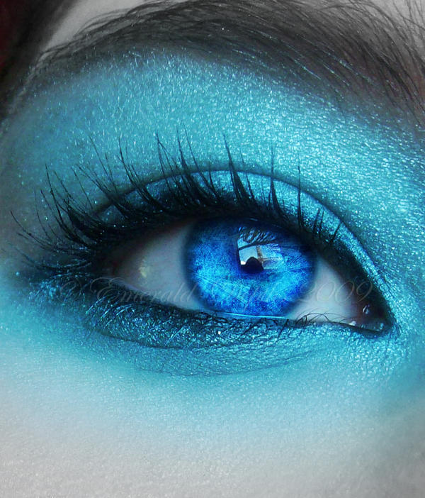Oeil bleu dans Yeux Ice_II_by_Emerald_Depths