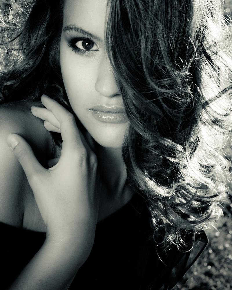 Portrait - Paulina S by zieniu