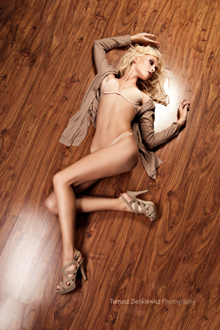 Sylwia-the floor by zieniu