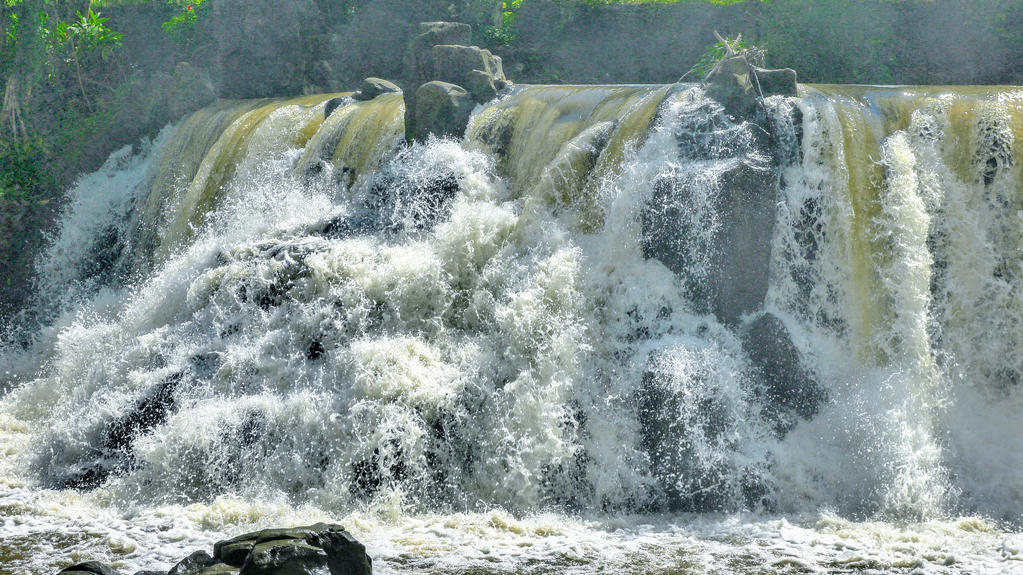Giang Dien Waterfall, Vietnam by PamplemousseCeil