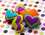 handmade felt hearts by nandiamond
