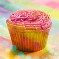 happy cupcake by nandiamond
