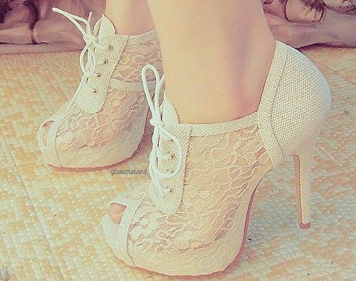 visoke potpetice... - Page 5 Pretty_shoes_by_little_animal-d4m4wwb