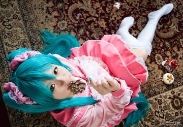 Miku - LOL 08 by xavier88