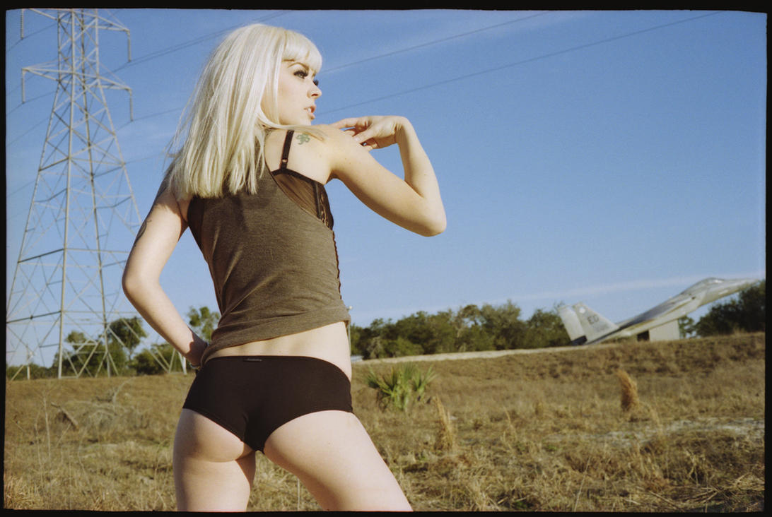 Mandy Sandy by MojoKiss