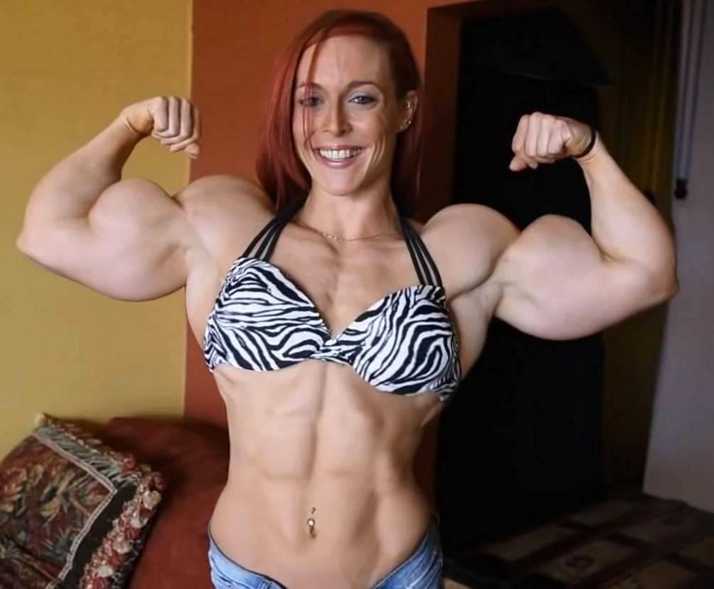 Bbw flex muscles for web cam