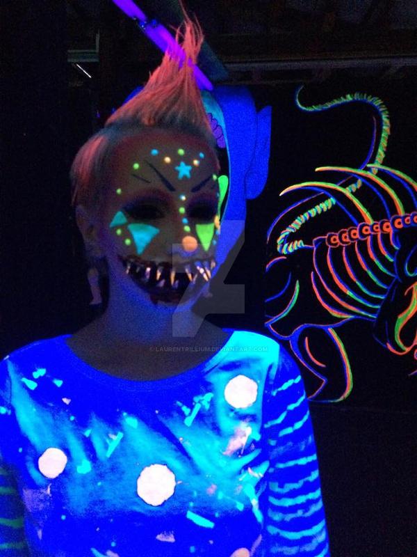 Blacklight clown by laurentrillium on deviantart for Deep house rave