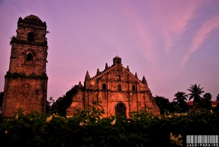 Kumakaway-kaway, Paoay by isangkilongkamera