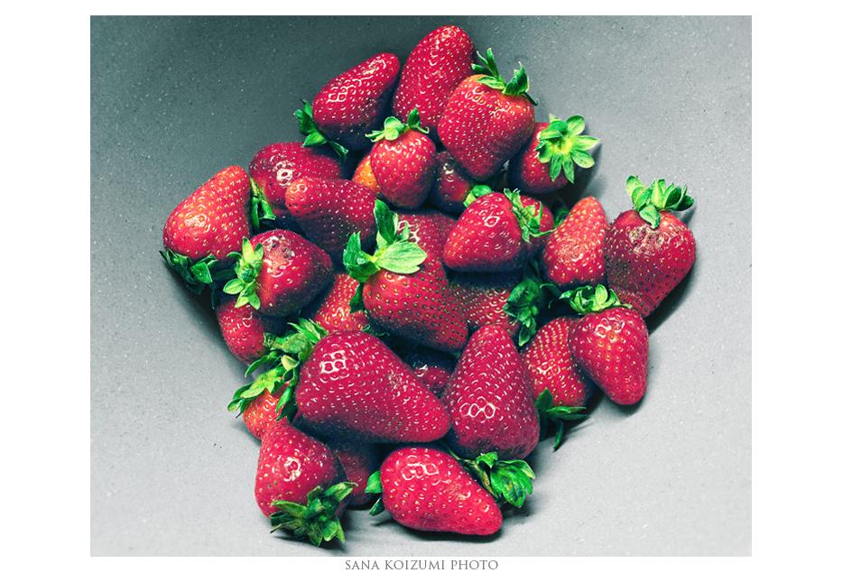 Strawberries. by SanaKoizumi