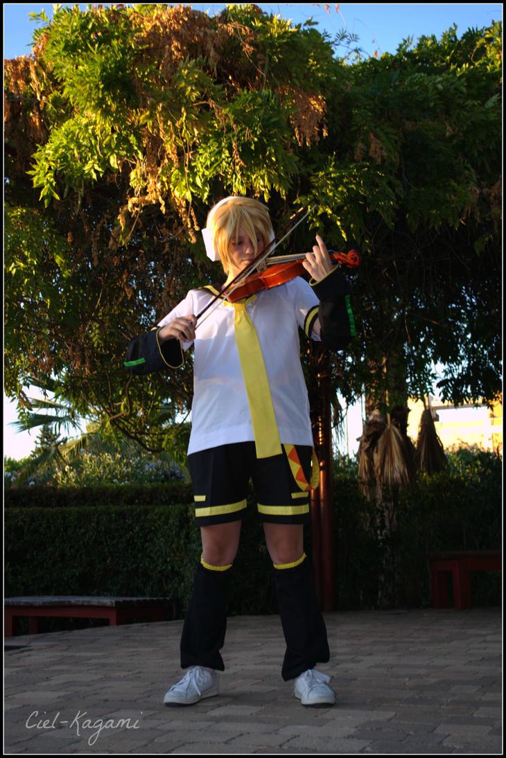 len kagamine cosplay by Ciel-Kagami