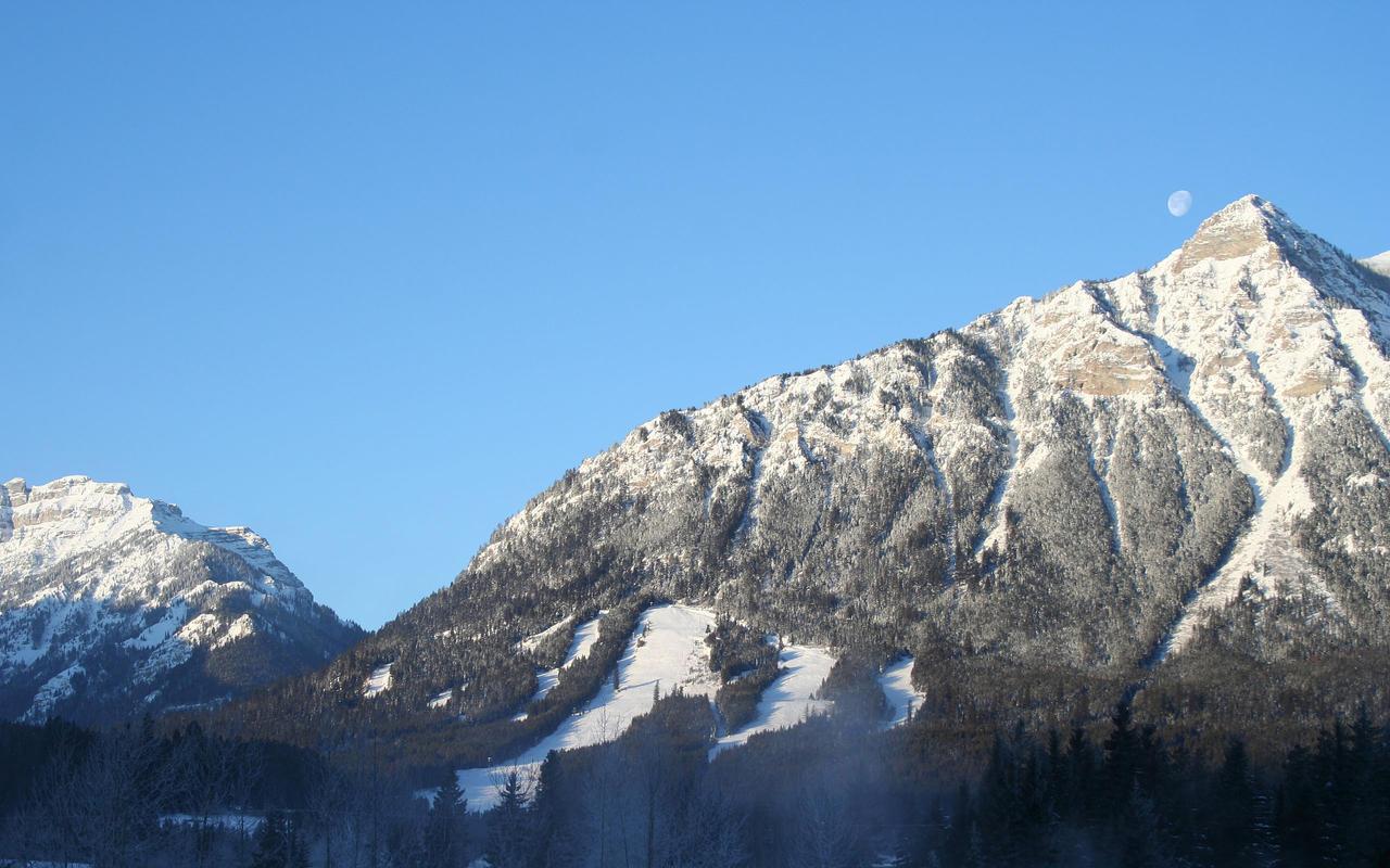 Wapiti Ski Hill by grant-erb