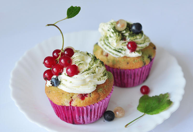 Berry cupcakes by leeri