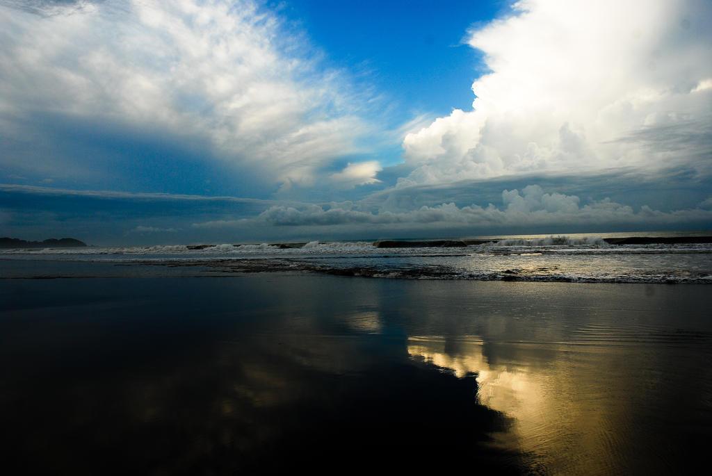 Dominical beach 1 by LLukeBE