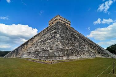 Chichen Itza - El Castillo by LLukeBE