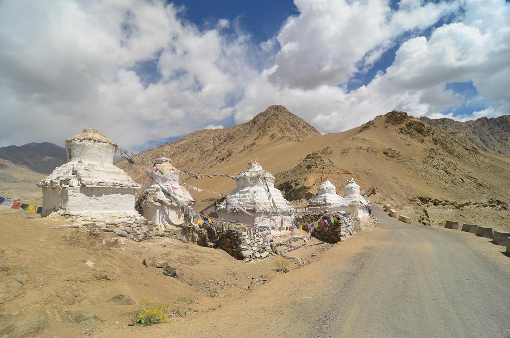 Leh - Stupas by LLukeBE