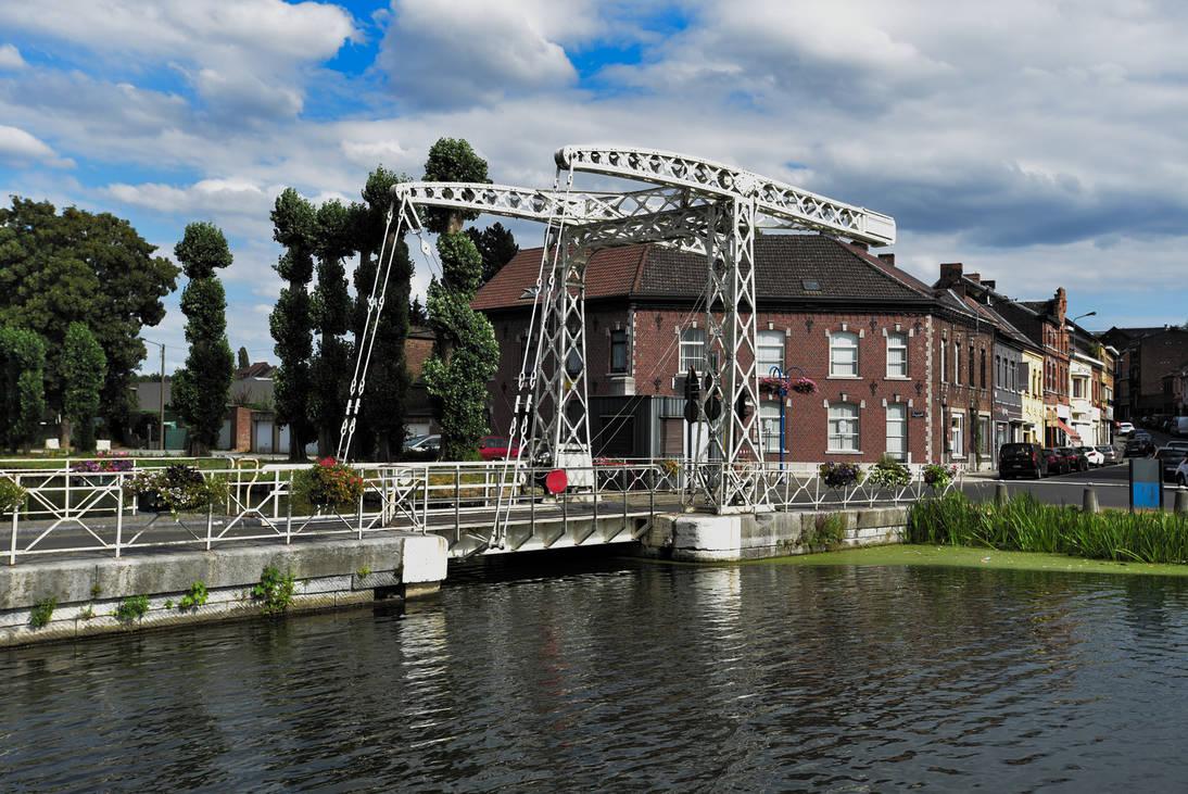 Canal historique du Centre - Pont Levis by LLukeBE