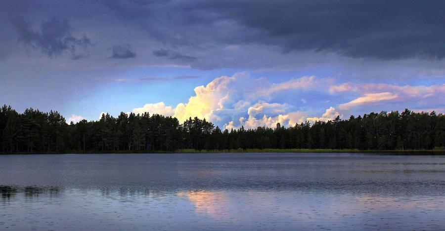 Fotografija dana - Page 5 Rain_over_the_lake_by_wormwood_doll-d9g4aqh
