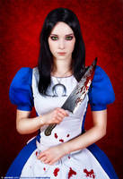 Alice Madness Returns cosplay by EnjiNight