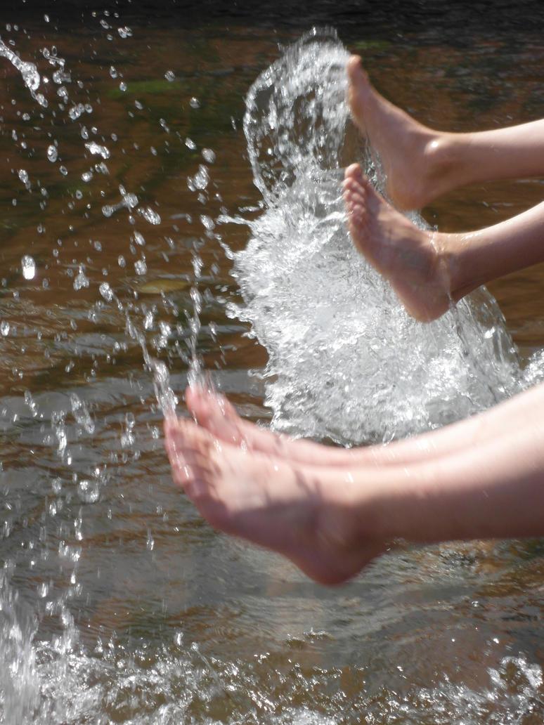 Feet splash Water by jonnysonny