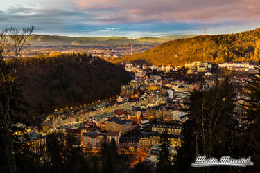 Zapad Slunce, stin a Karlovy Vary by PanMari