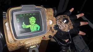 Fallout 4 Pipboy 3000 MK IV with MK III hand plate