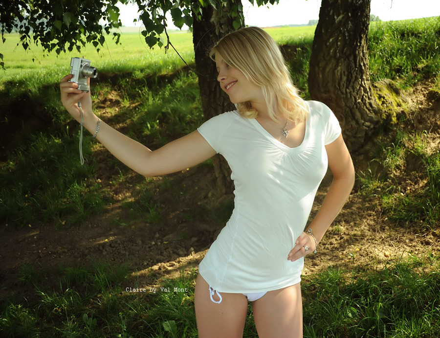 Claire taking a selfie by Val-Mont