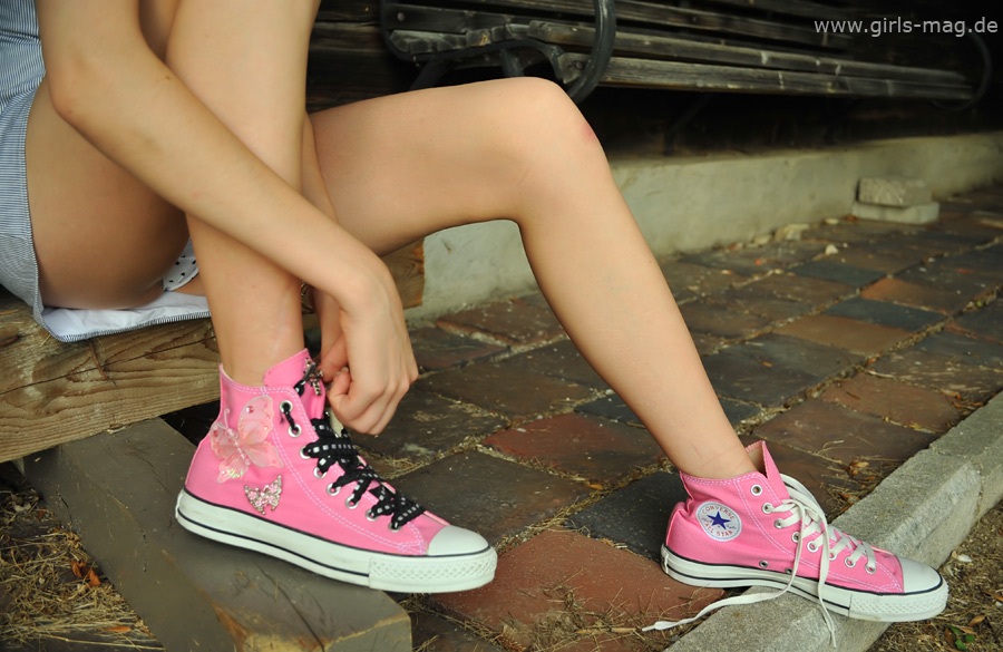 pics-of-naked-girls-in-converse