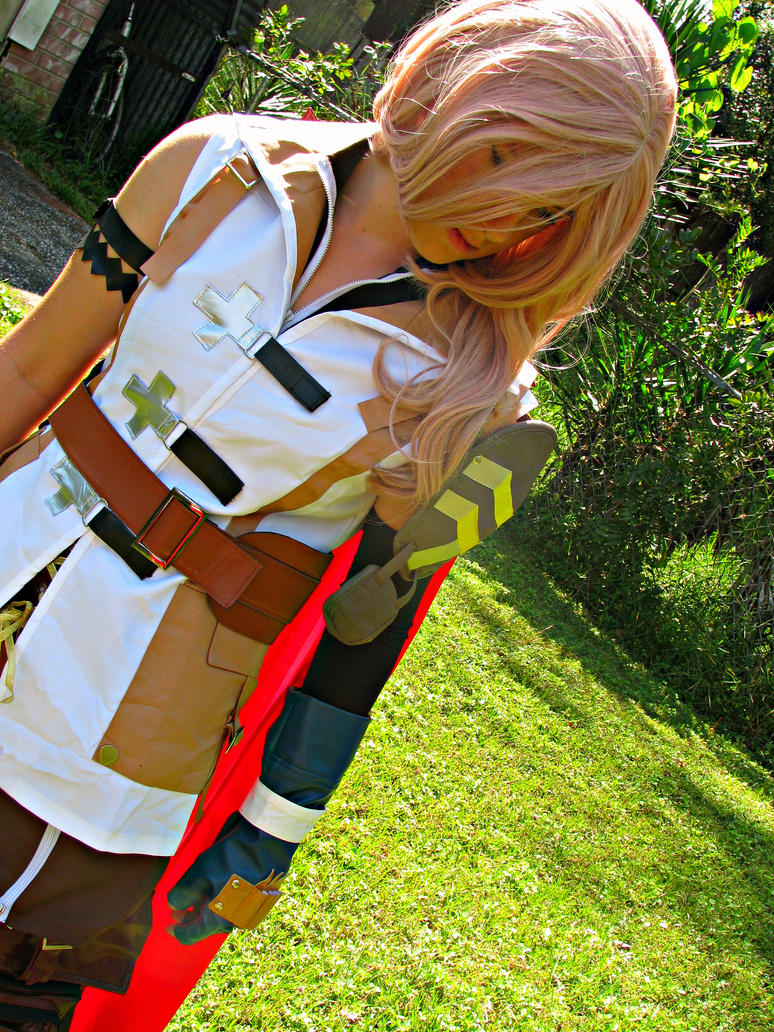 Lightning Cosplay - Final Fantasy 13 by MelodiousDeviant