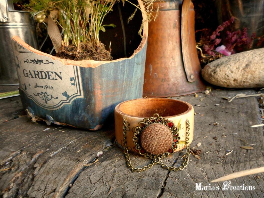Wooden decooupaged bracelet by marakigr