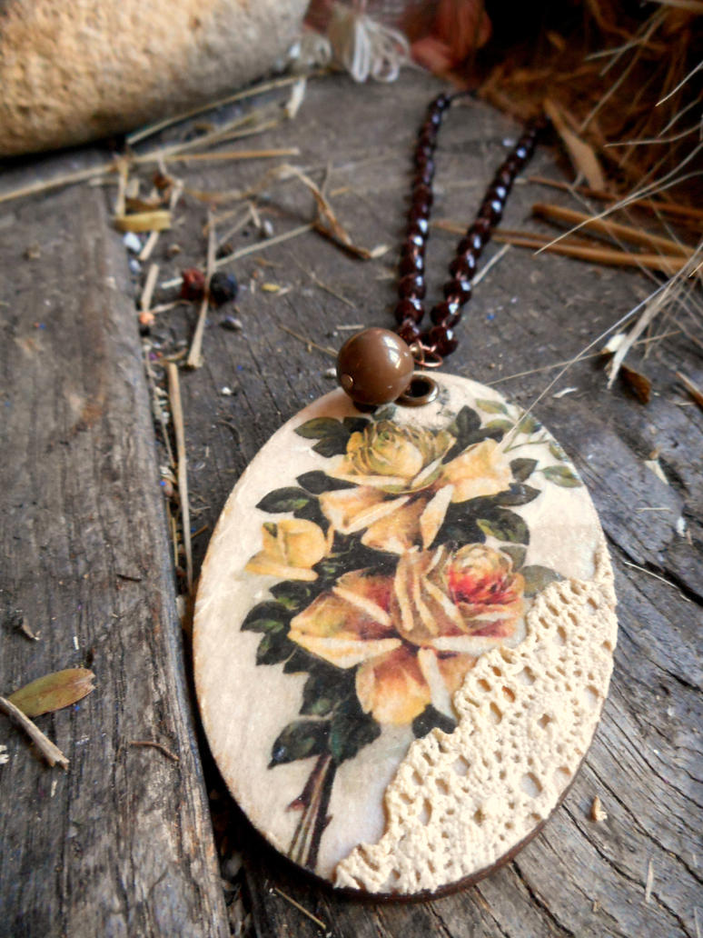 Wooden decoupaged necklace by marakigr
