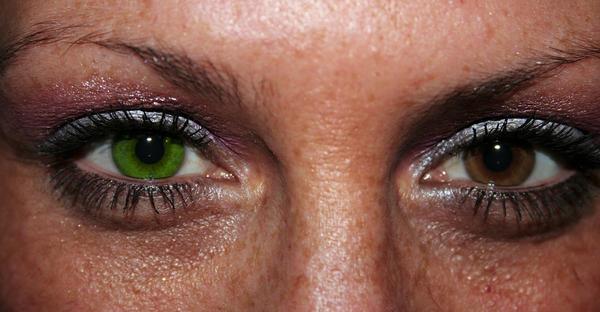 Как сделать эффект чёрных глаз на