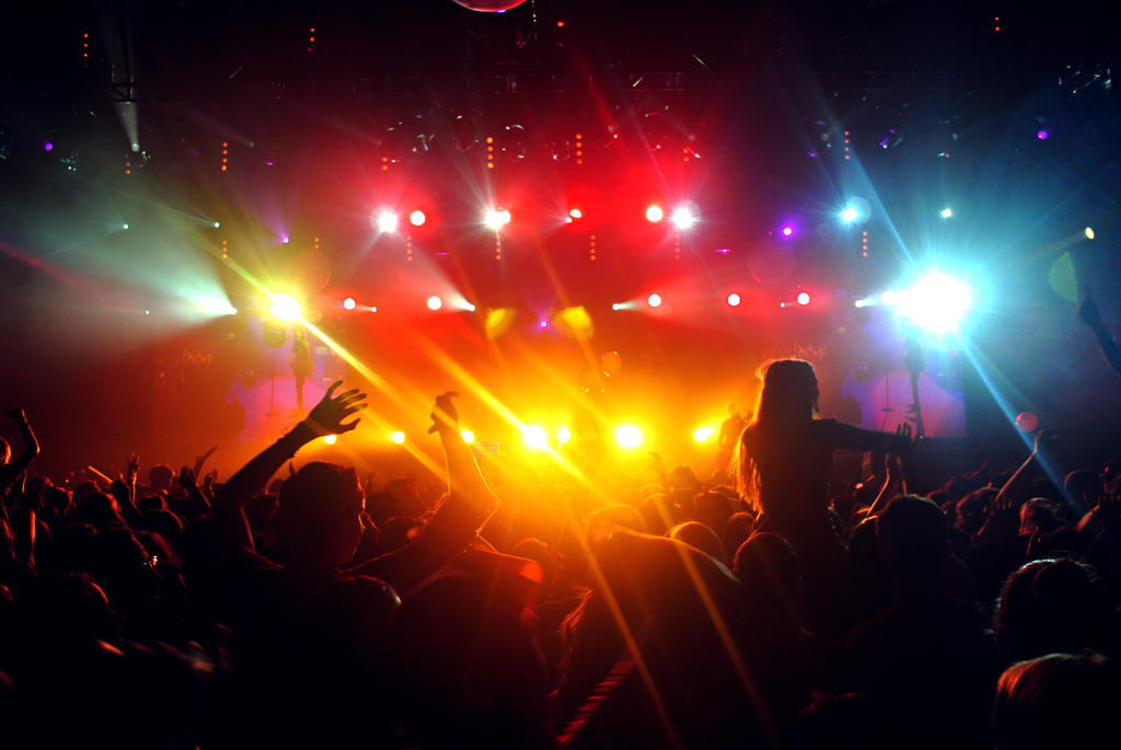 Lights, music and people by ippiki-wolf
