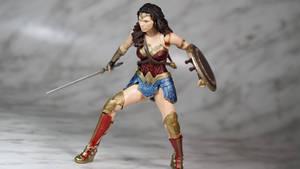 S.H.Figuarts Justice League Wonder Woman 12