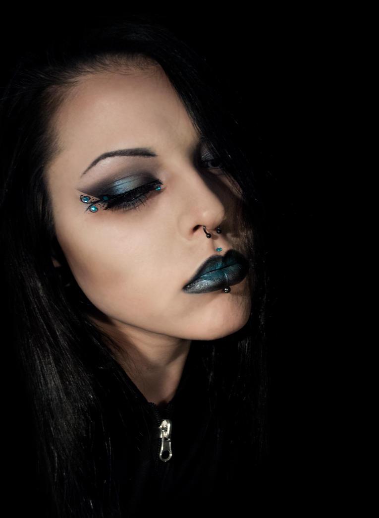 Black and blue by xAsOnex