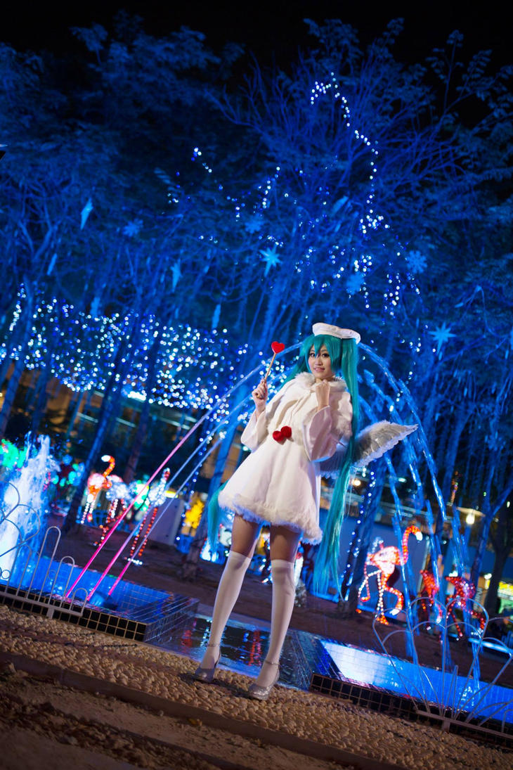 Christmas Angel Miku 01 by DreamingAshley
