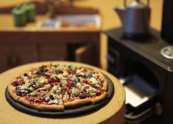 Feast Pizza - Miniature by kalos-eidos-skopein