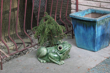 Backyard Ivysaur by Tinker-Jet