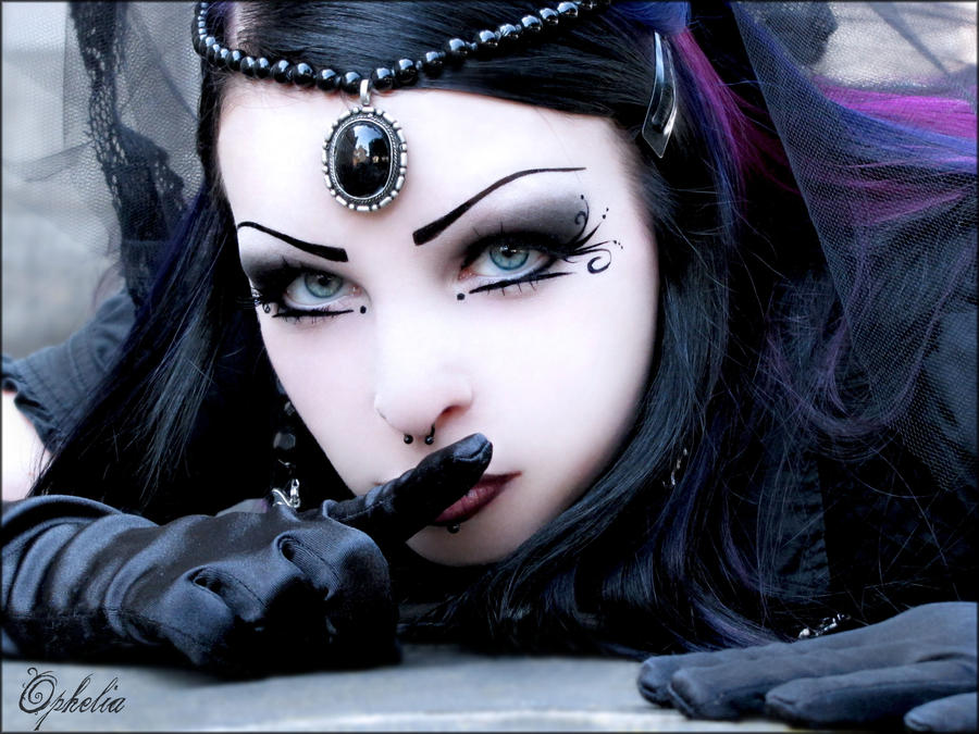 Gothic Beauty by Ophelia1983