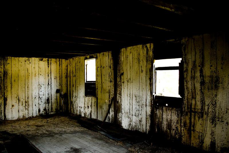 Abandoned Barn by sean335
