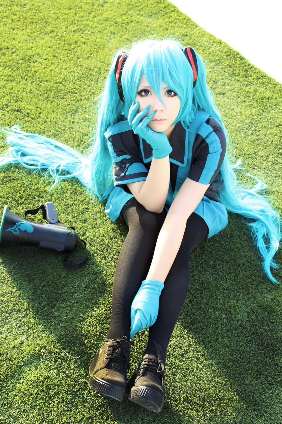 miku hatsune love is war by cosplayjg on deviantart