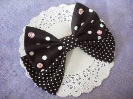 Black x pink bow by Ayumui
