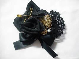 Black x gold rose brooch by Ayumui