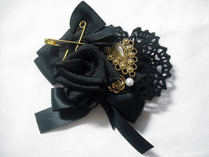 Black x gold rose brooch