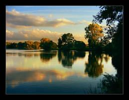 Autumn sunset by hamti