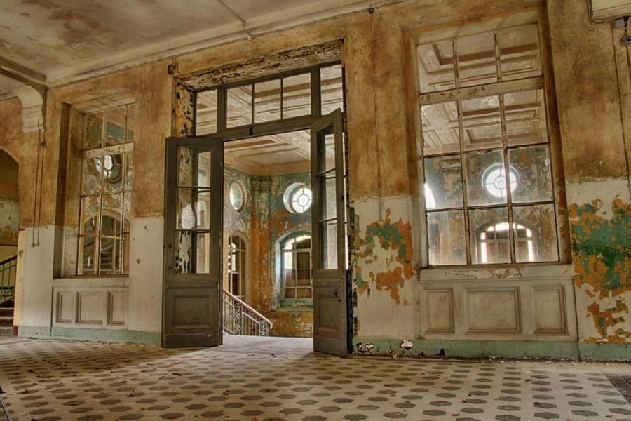 Entrance hall in Beelitz Heilstaetten by FanMart